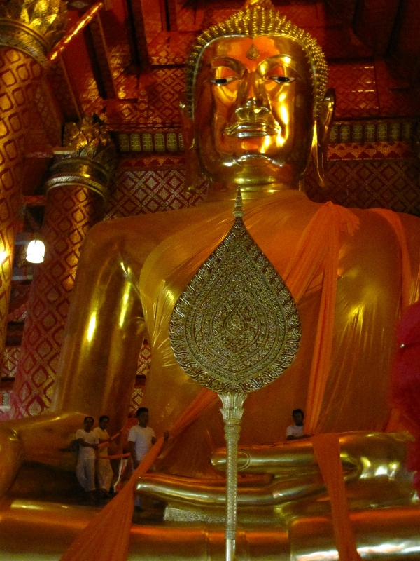 dressing-of-the-19-m-high-buddah-wat-phanan-choeng