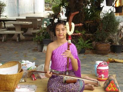 musician-at-wat-phuttai-savan
