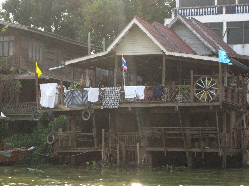 wooden-house-at-the-riverside