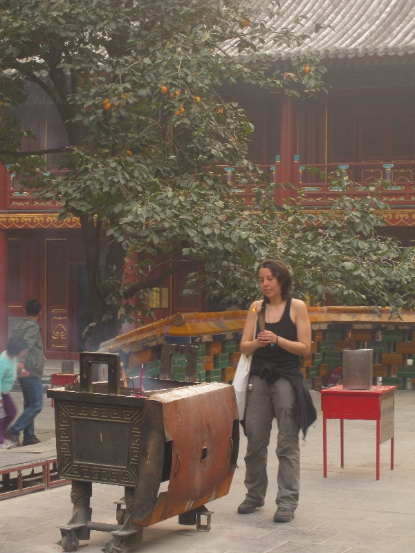 maria-offering-in-the-lama-temple