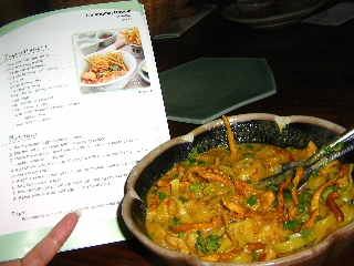 chiang-mai-noodle-cooked-by-maria-nice