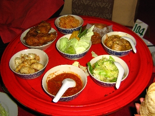 delicious-dinner-at-thai-dancing-show