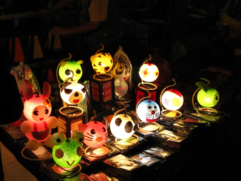 nice-lamps-at-the-sunday-market