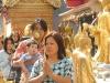 people-praying-at-wat-phra-that-2