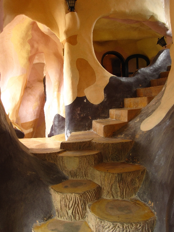 inside-the-crazy-house-crazy-stairs