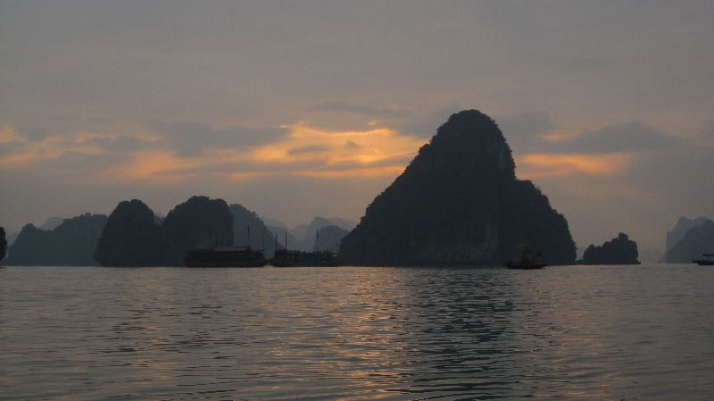 halong-bay-sunset