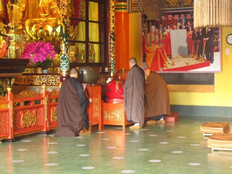 monk-at-the-po-lin-tempel
