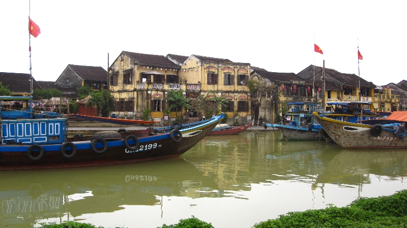 boats-on-the-thu-bon-river-in-hoi-an