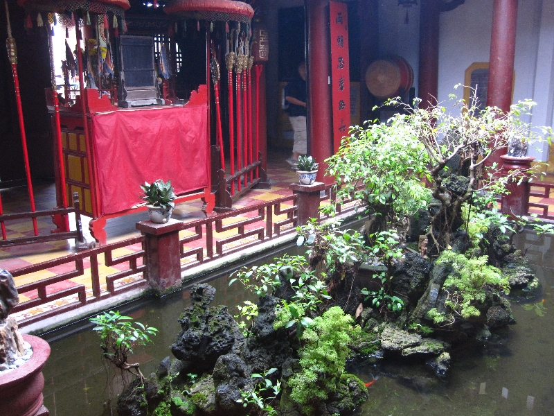 tempel-quan-cong-from-inside