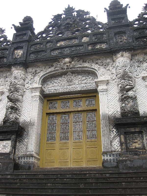 entrance-of-khai-dinh-tomb
