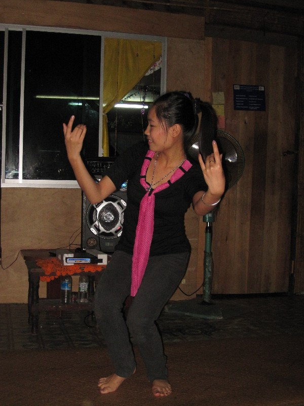 young-woman-dancing-ngajat