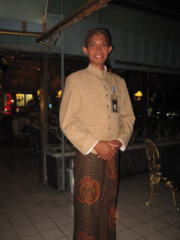 indonesian-waiter