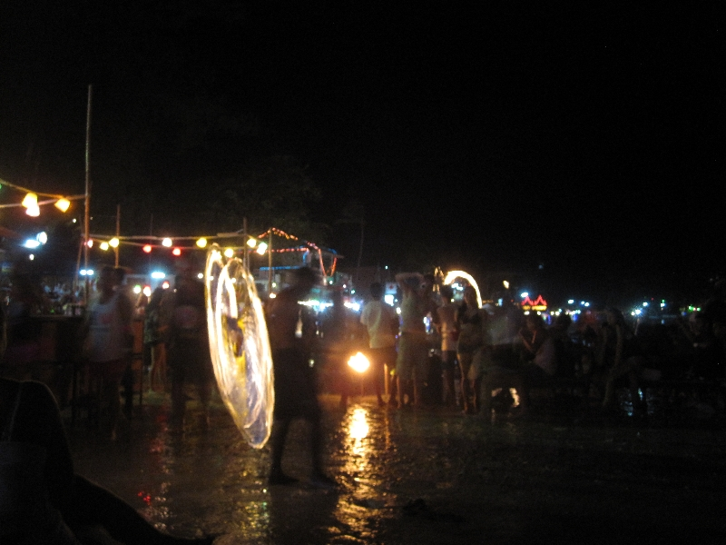 fire-show-at-full-moon-party