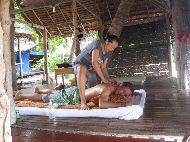 massage-at-the-beach