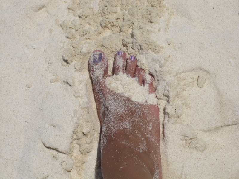 marias-foot-on-the-white-sand