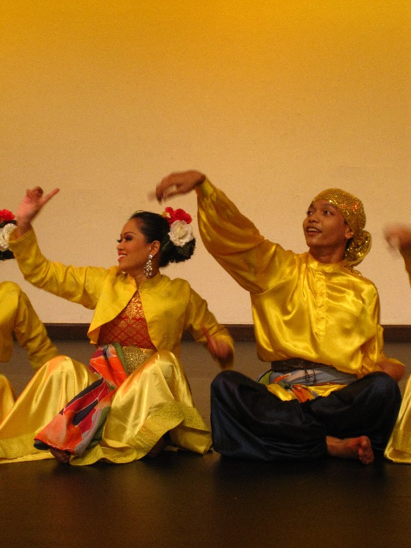 traditional-dance-in-malaysia-in-the-tourist-information-center