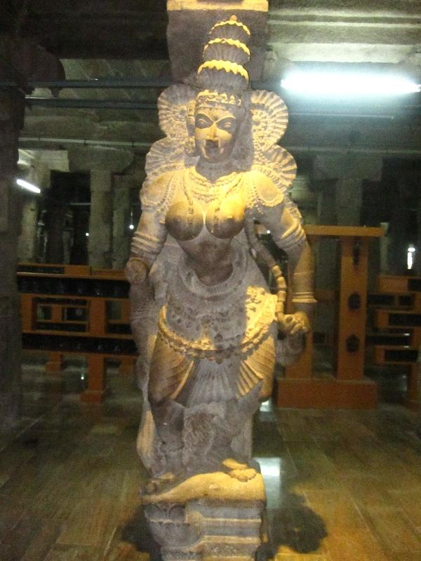 nice-statue-sri-meenakshi-temple