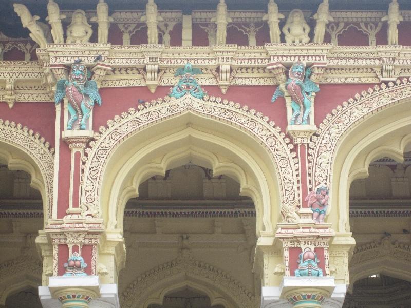 nice-statues-tirumalai-nayak-palace