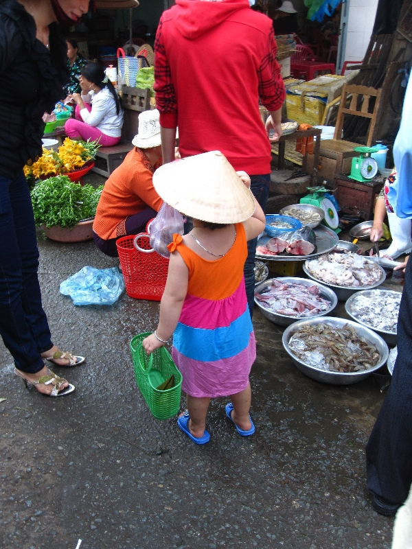 a-cute-vietnamese-girl-shopping