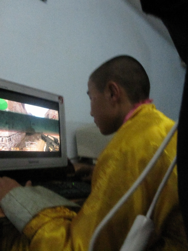 a-monk-focused-on-playing-counter-strike