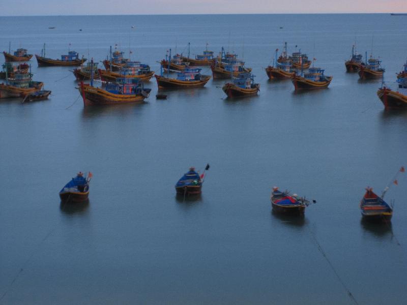 ships-in-mui-ne-vietnam