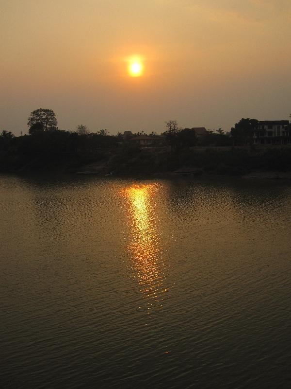 sunset-over-pakse