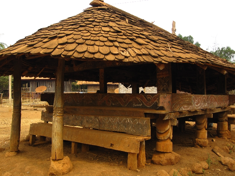 village-of-alak-minority-laos-1