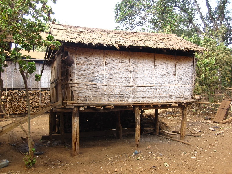 village-of-alak-minority-laos-2