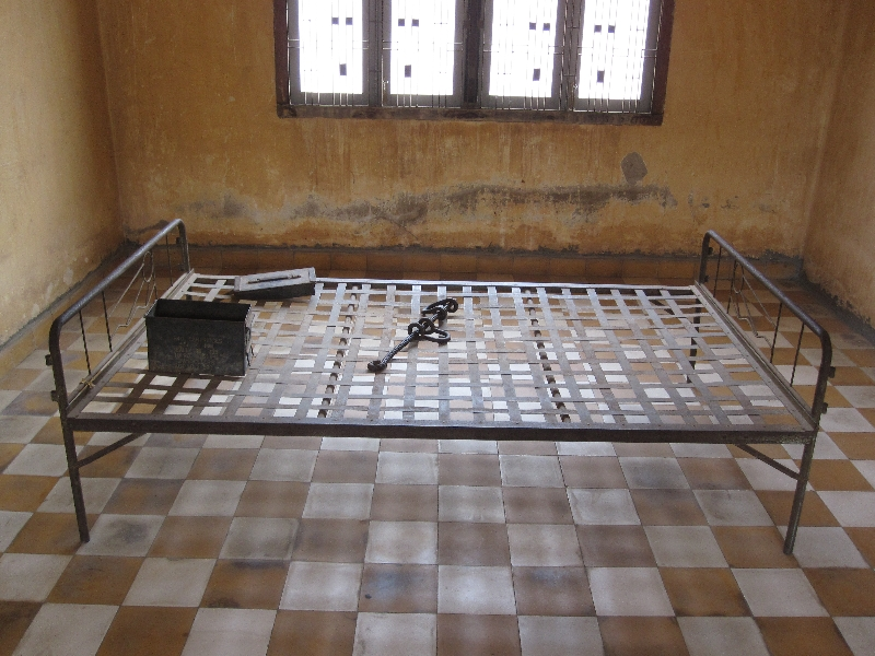 tuol-sleng-s21-a-cell