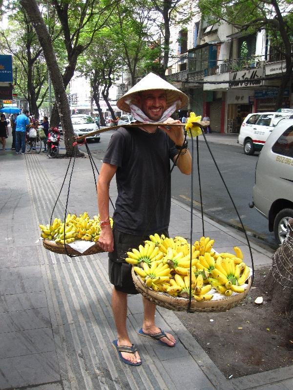 bjoern-selling-bananas