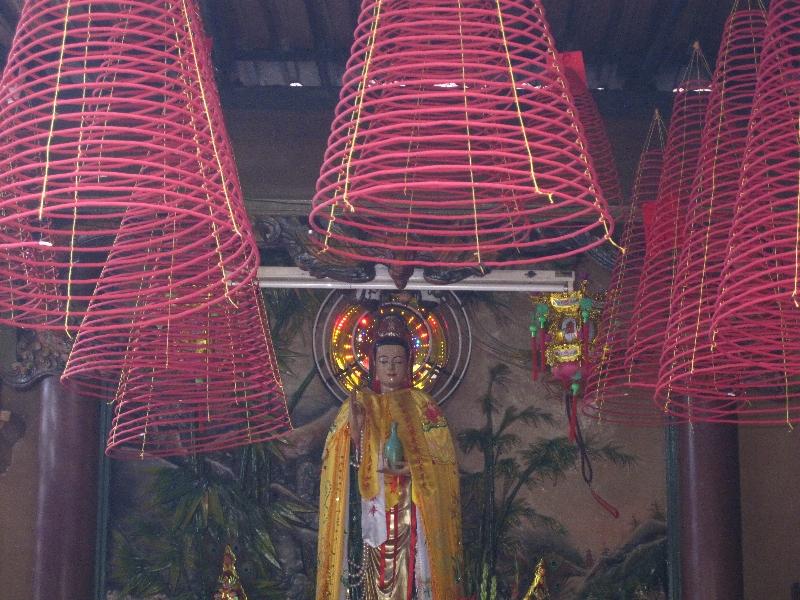 phuoc-an-hoi-quan-pagoda-insences