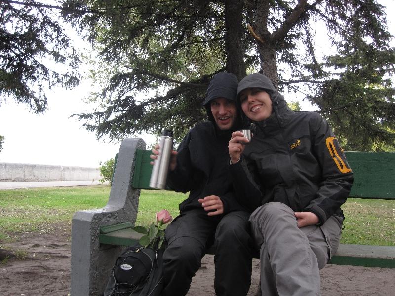 drinking-tea-in-the-cold-of-irkutsk