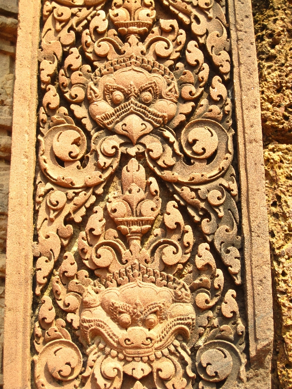 garuda-and-demonguard-banteay-srei