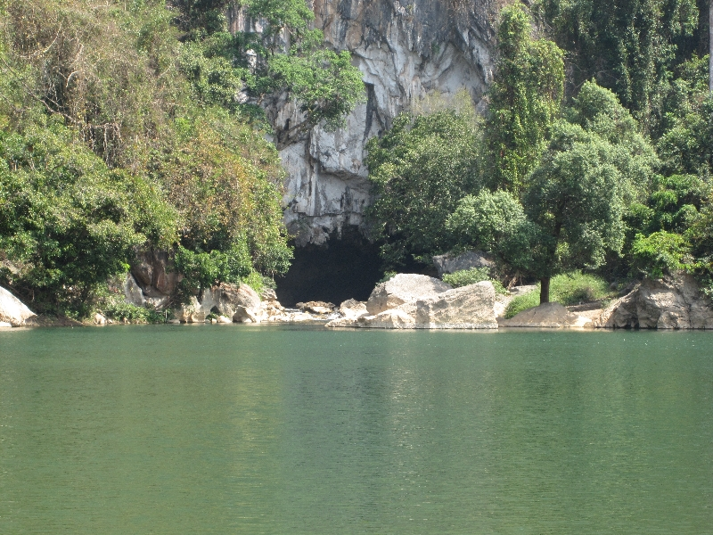 entrance-of-the-kong-lo-cave-with-a-amazing-lake-in-front