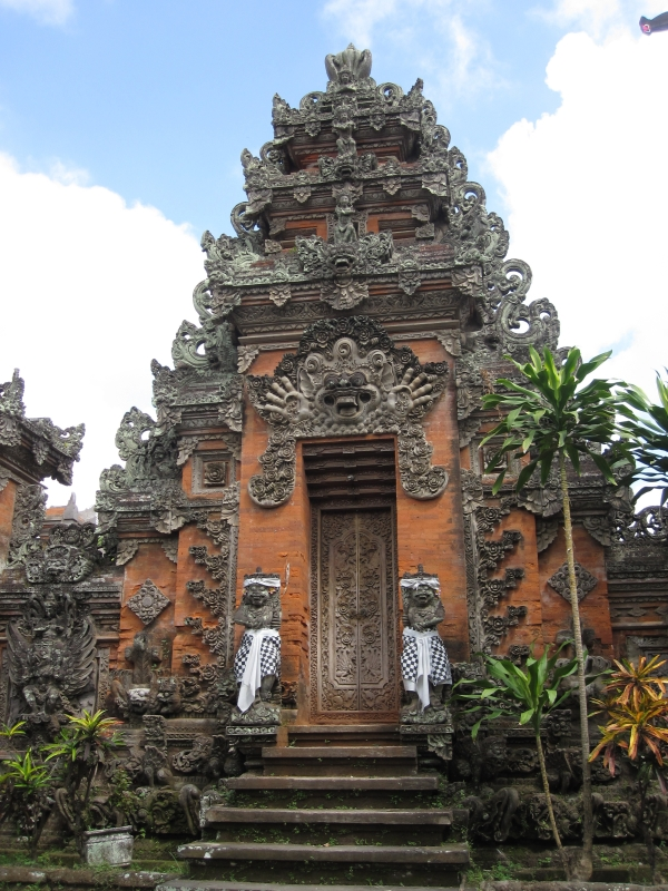 a-small-temple-in-ubud