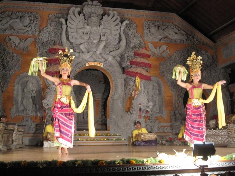 dara-dewi-dance