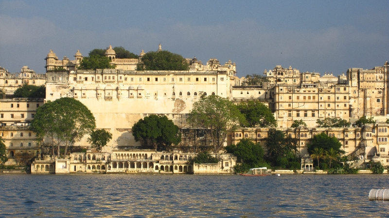 city-palace-lake-pichola2