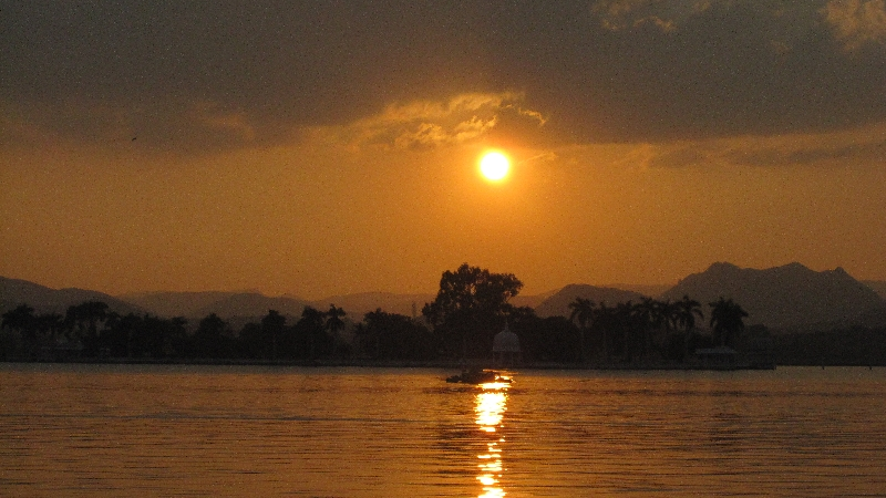 lake-fateh-sagar-sunset-2