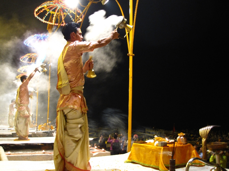 aarti-at-the-dasaswamedh-ghat2