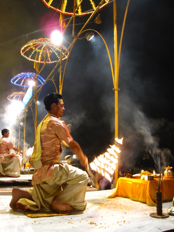 aarti-at-the-dasaswamedh-ghat3