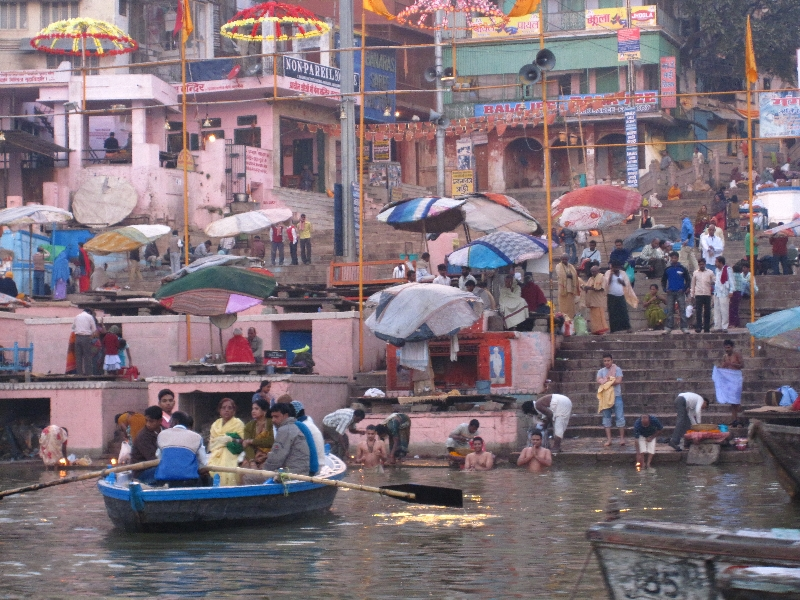 washing-in-the-ganges1