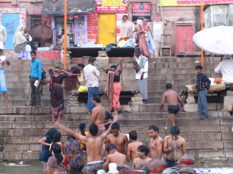 washing-in-the-ganges2