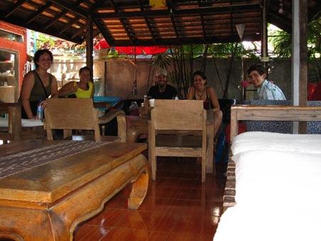Sara, Myriam, Taylor, Pagoda Inn