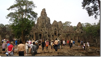 To many Temples with to many people - Angor Thom
