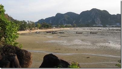 Loh Dalum Bay in Thailand - der Strand ist hässlich