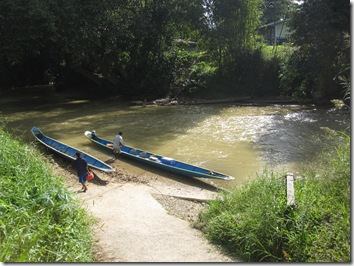 Start of the boat trip on the Lemanak river