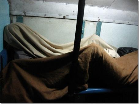 Schlafen im Zug in Indien