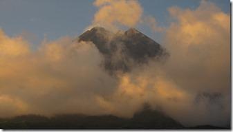 Vulkan Merpai - gefährliche Schönheit