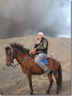 Maria am Fusse des Vulkans Bromo