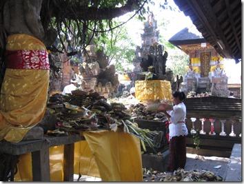 Galungan Festival beaucoup de paniers d'offrandes